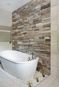 μπάνιο πέτρινος τοίχος