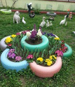παρτέρι κήπου από λάστιχα αυτοκινήτου