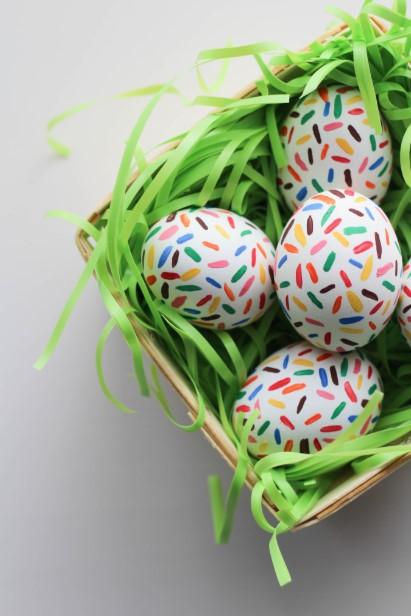 αυγά πολύχρωμες γραμμές τρουφάκια