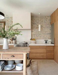 πέτρινοι τοίχοι στη κουζίνα
