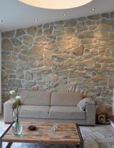 σαλόνι πέτρινοι τοίχοι