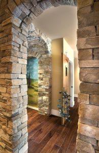 τοίχος από πέτρα στο χολ