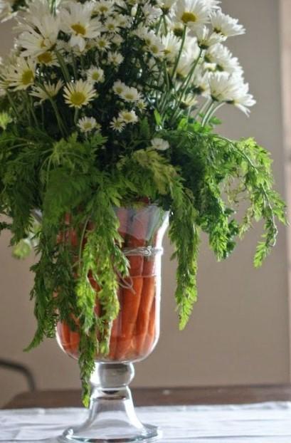 βάζο καρότο άσπρα λουλούδια