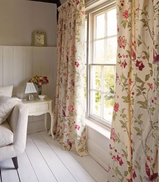 φλοράλ κουρτίνα άσπρο δωμάτιο