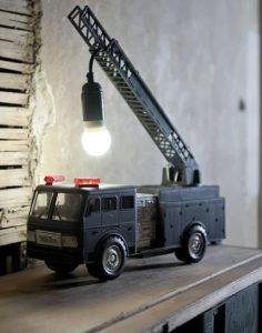 παλιο φορτηγο παιχνιδι για φωτιστικο