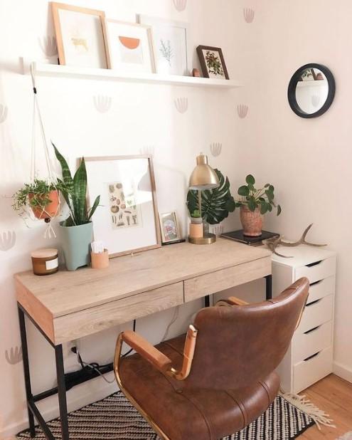 γραφείο κάδρο γλάστρες δερμάτινη καρέκλα