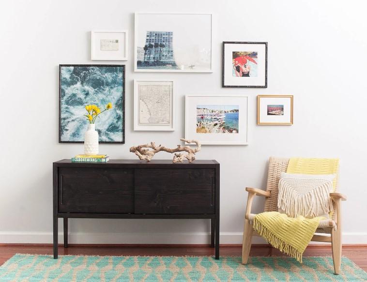 Οπτική ισορροπία όταν θα κρεμμάσεις πολούς πίνακες μαζί στον τοίχο