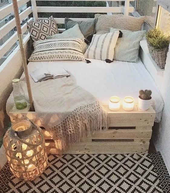 ξύλινες κατασκευές από παλέτες για μπαλκόνι