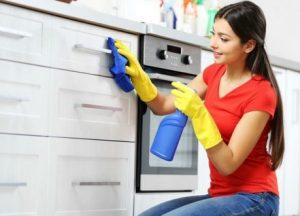 καθαριζω ντουλαπια κουζινας