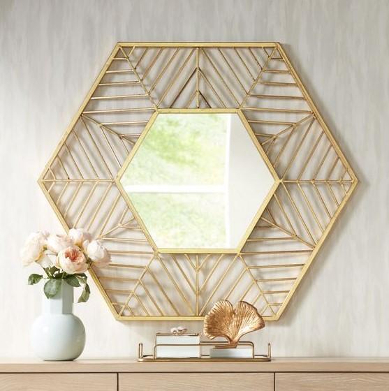 καθρέφτης διακοσμητικό με χρυσές λεπτομέρειες