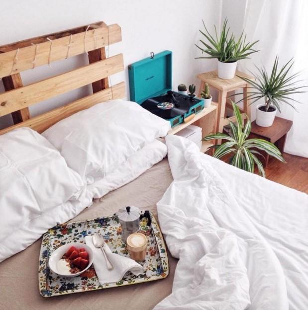 κρεβάτι κεφαλάρι παλέτα