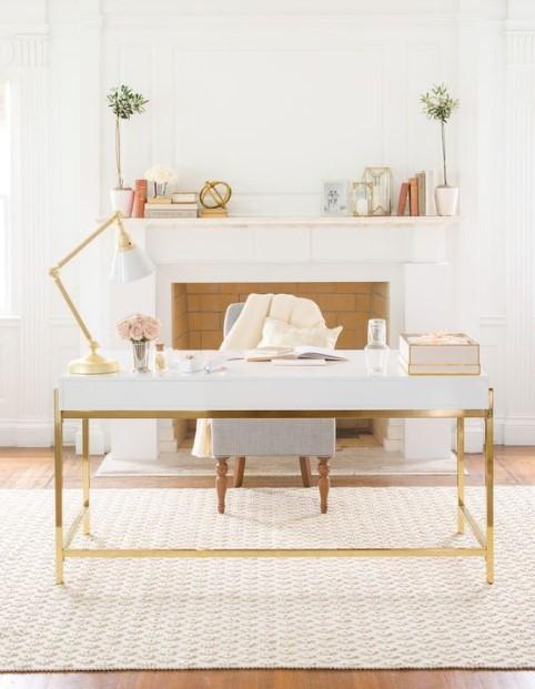 λευκό δωμάτιο χρυσές λεπτομέρειες