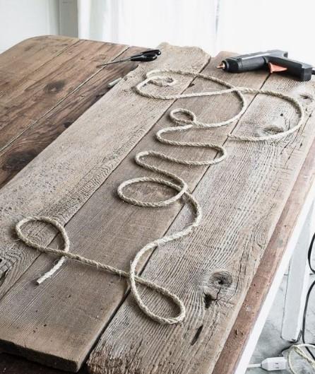 μήνυμα με σχοινί σε ξύλο
