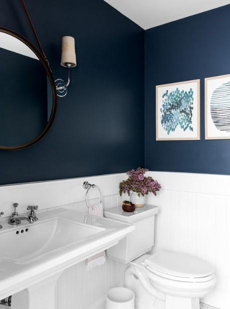 μπάνιο μπλε τοίχος πίνακες