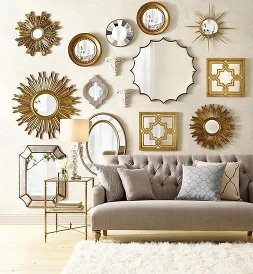 πολλαπλοί καθρέφτες στον τοίχο