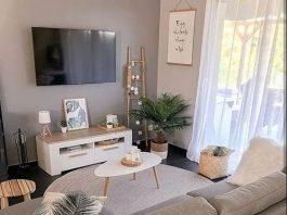 σαλόνι καναπές άσπρες λεπτές κουρτίνες λάθη μικρό σπίτι
