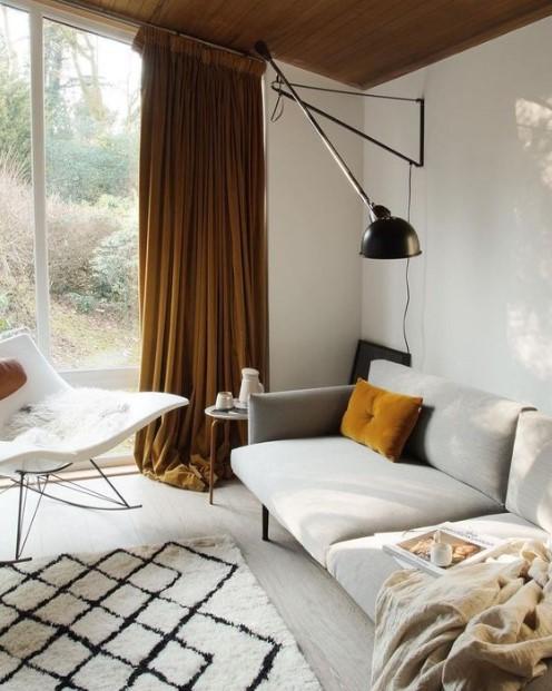 σαλόνι βελούδινη κίτρινη κουρτίνα