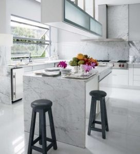 κουζινα με μαρμαρο λευκο
