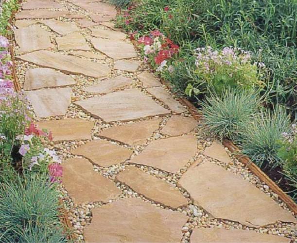 μονοπάτι κήπου από πέτρες καρύστου