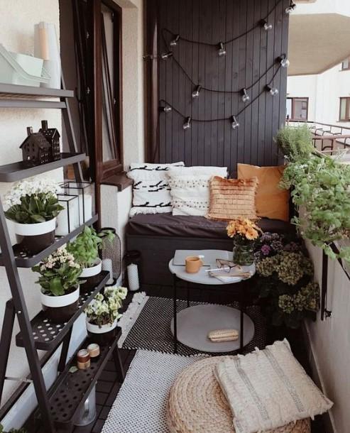 μπαλκόνι ραφιέρα φωτάκια τοίχους εξωτερικού χώρου