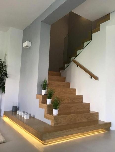 όμορφη σκάλα εσωτερικού χώρου