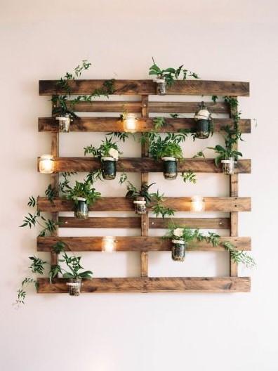 παλέτα ράφι τοίχος φυτά κεριά