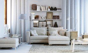 ράφια σε μικρό σαλόνι