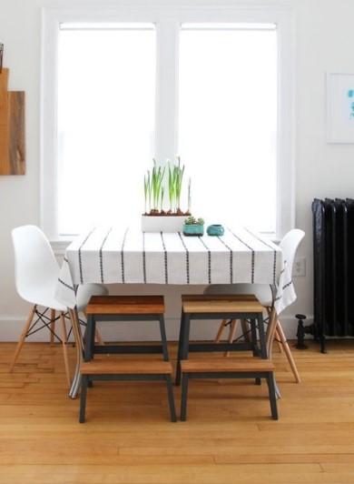 τραπέζι με καρέκλες και σκαμπό από το IKEA