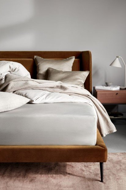 καφέ κρεβάτι γκρι σεντόνια