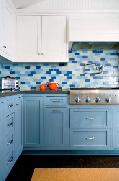 κουζίνα γαλάζια ντουλάπια