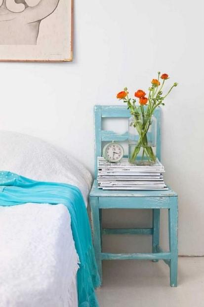 κρεβάτι γαλάζια καρέκλα εναλλακτικό κομοδίνο
