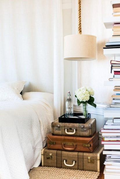 κρεβάτι κομοδίνο βαλίτσες
