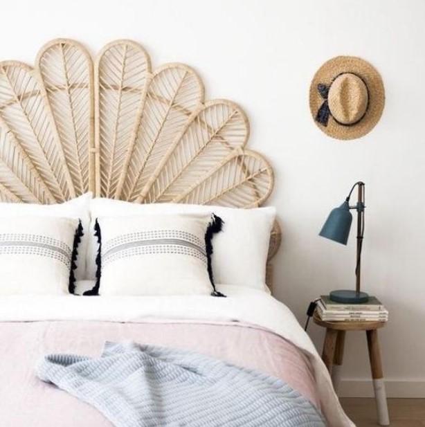 όμορφο προσκέφαλο κρεβατιού