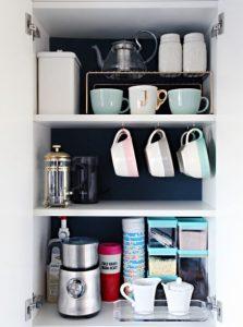 οργανωμενο ντουλαπι κουζινας