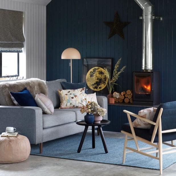 σκούροι μπλε τοίχοι γκρι καναπές χρωματικοί συνδυασμοί σαλόνι