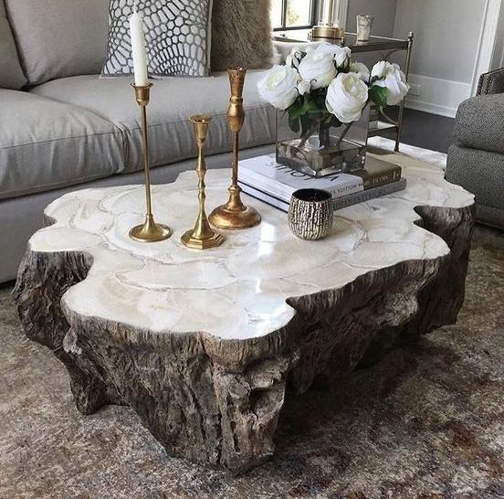 τραπεζάκι του καφέ στο σαλόνι από κορμό δέντρου