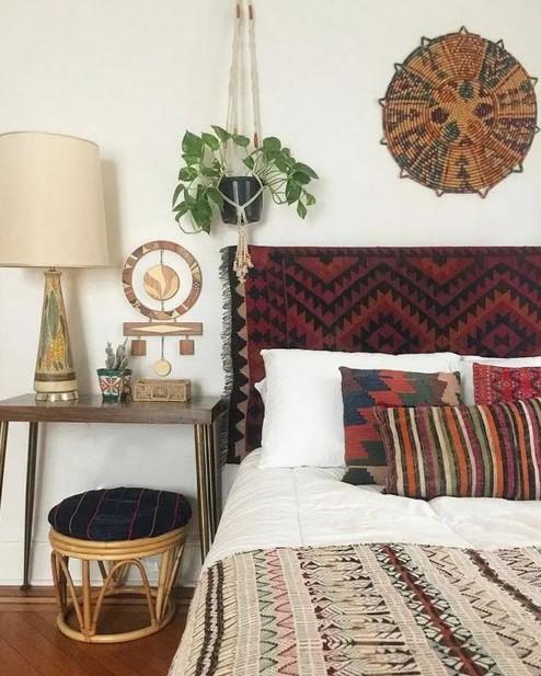 χαλί προσκέφαλο κρεβατιού