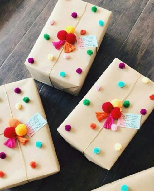 συσκευασία δώρου πολύχρωμα pompom