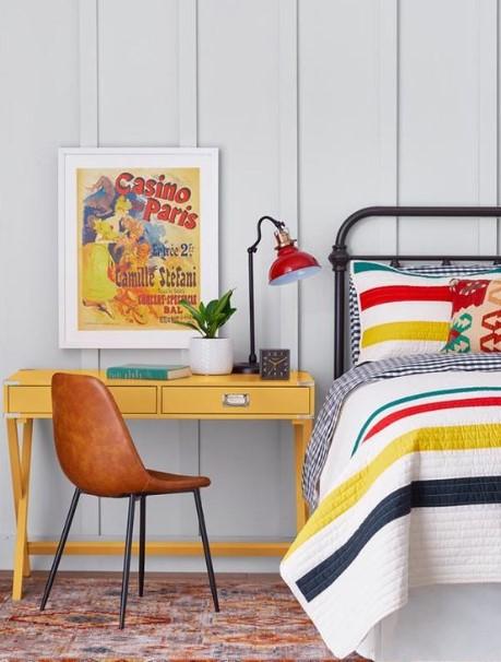 κίτρινο γραφείο κρεβάτι