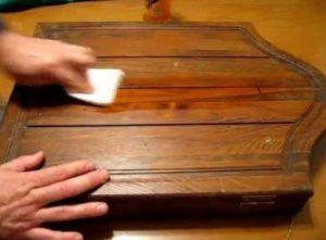 γυαλισμα σε ξυλο