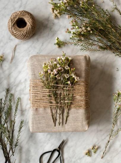 λουλούδια διακόσμηση δώρου