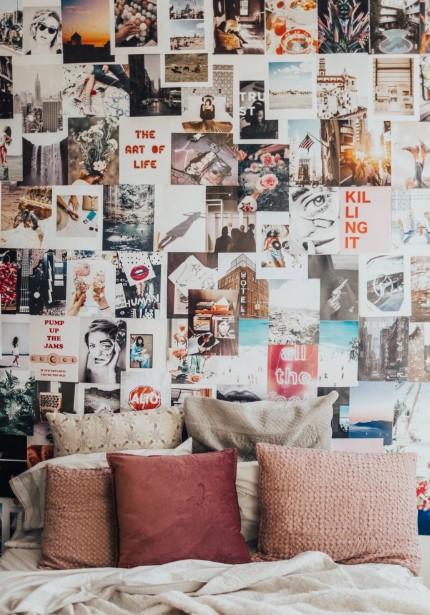 τοίχος γεμάτος φωτογραφίες