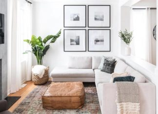 άσπρος καναπές μπεζ πουφ φυτό έπιπλα μικρό σπίτι
