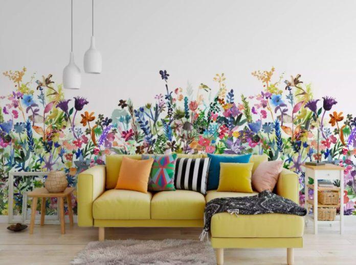 φλοράλ ταπετσαρία κίτρινος καναπές ταπετσαρίες σαλόνι