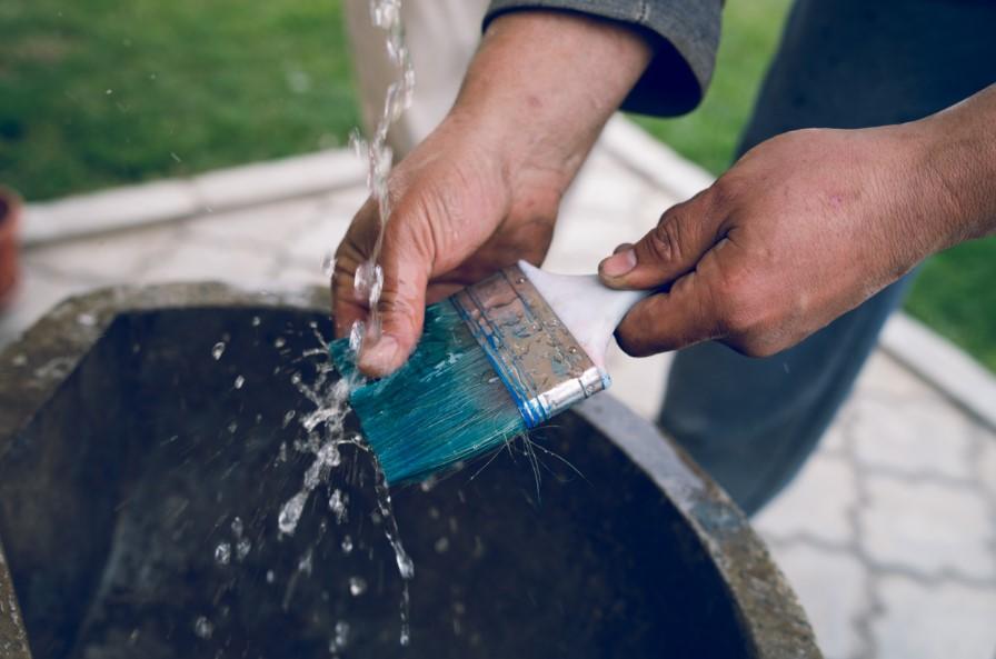 καθάρισμα πινέλου βαψίματος