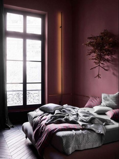 μοβ δωμάτιο κρεβάτι φθινοπωρινά χρώματα διακόσμησης