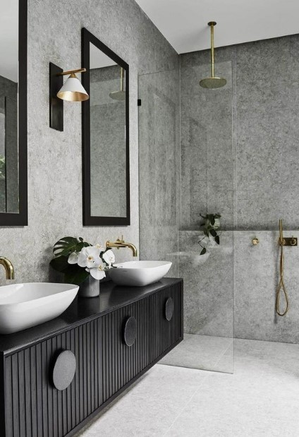 μπάνιο με μαύρα έπιπλα