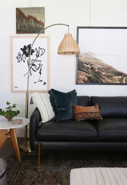 σαλόνι με μαύρο καναπέ