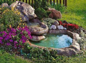 συντριβανια με πετρες και λουλουδια