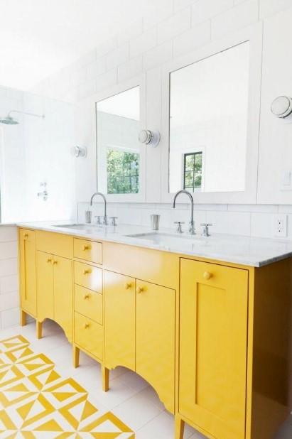 άσπρο κίτρινο μπάνιο